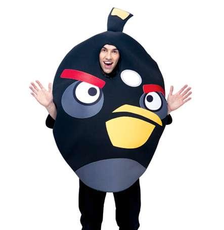 Typ im Angry Bird Kostüm