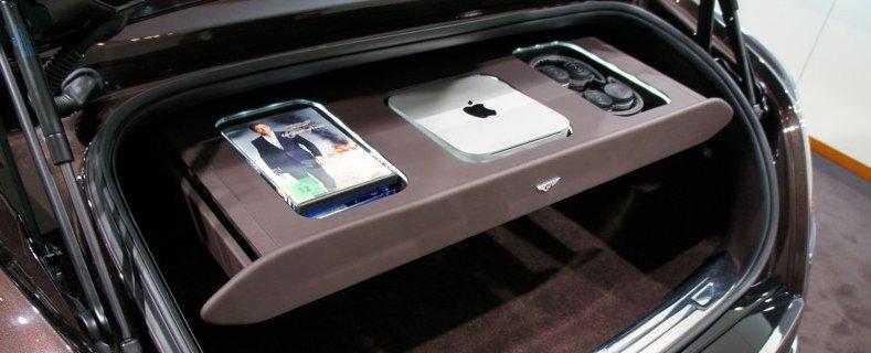 Mac mini im Kofferraum des Bentley Muslanne