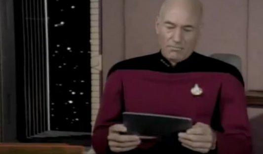 Cpt. Picard mit einem Tablet-PC